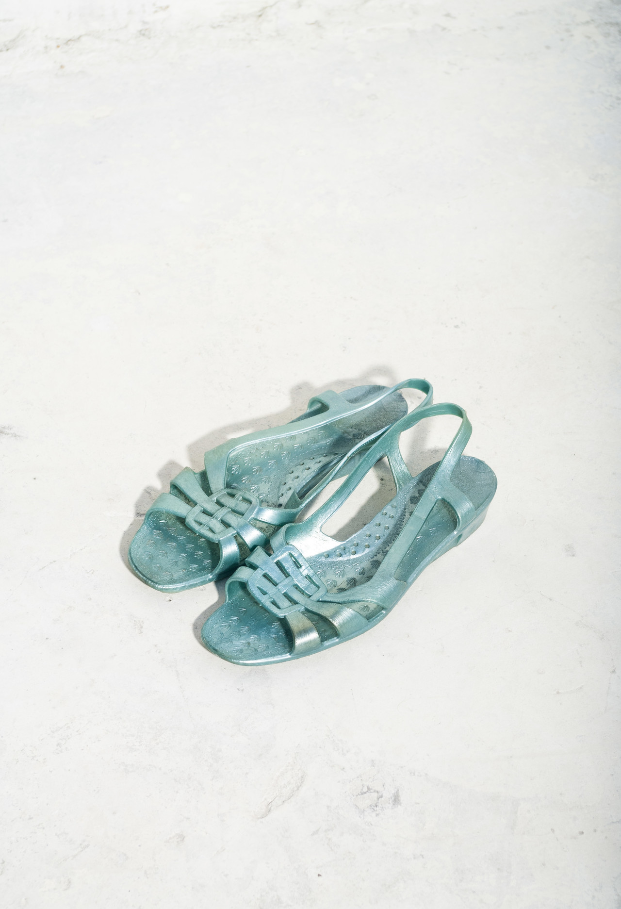8c6cc55e0ea 80s blue jelly sandals